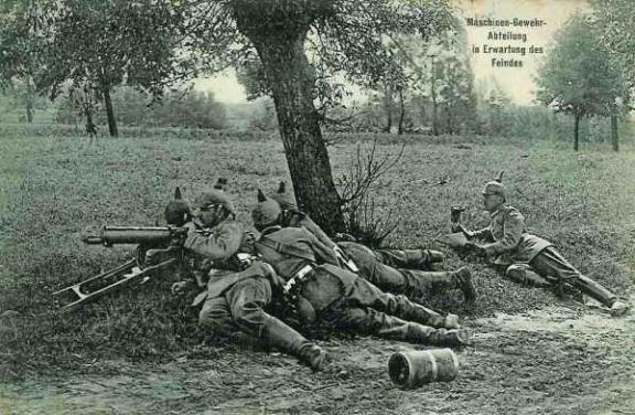 Maschinen-Gewehr-Abteilung in Erwartung des Feindes. Section de mitrailleurs allemands en attente de l'ennemi.