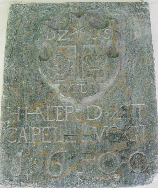 Epigraphe H.HALTER scellé sur la façade d'entrée de la Chapelle Saint-Beat d'Obsee.